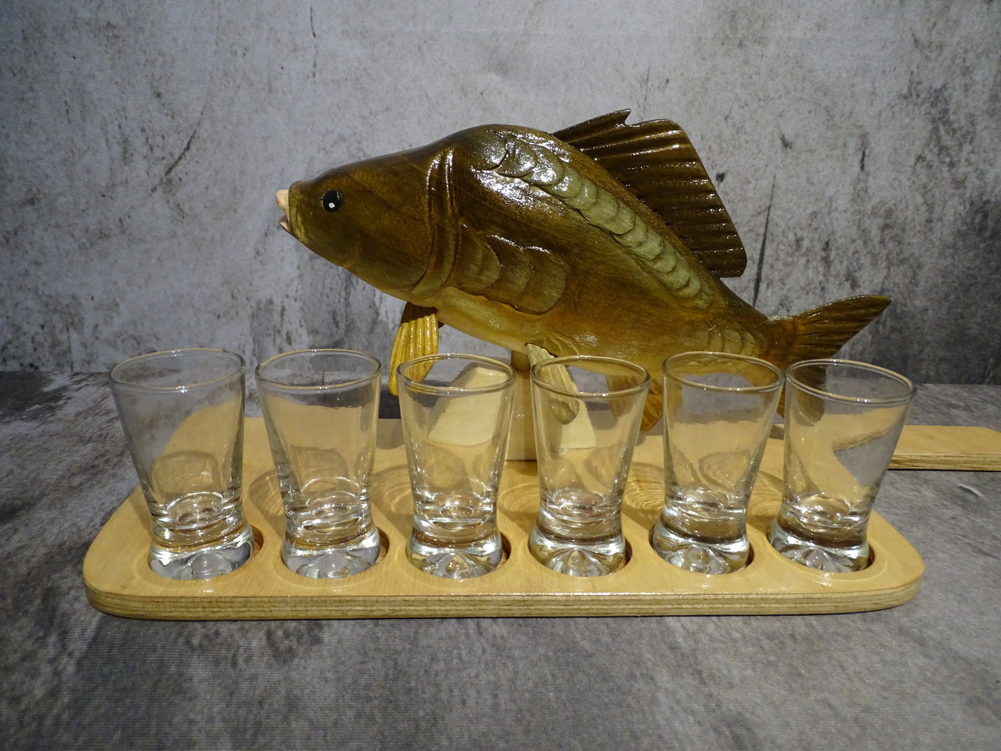 Mirror carp with small tray and 6 glasses